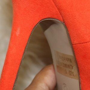 Breckelles Shoes - 🌪 Orange Breckelle's Platform Studded Pumps NWOB